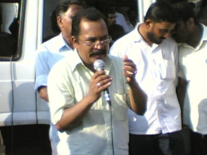 Charu speaks at anti-coke march, Kanjikode on Aug 29, 2008. 1jpg
